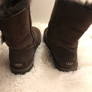 UGG BOOTS-DARK BROWN-MINT CONDITION